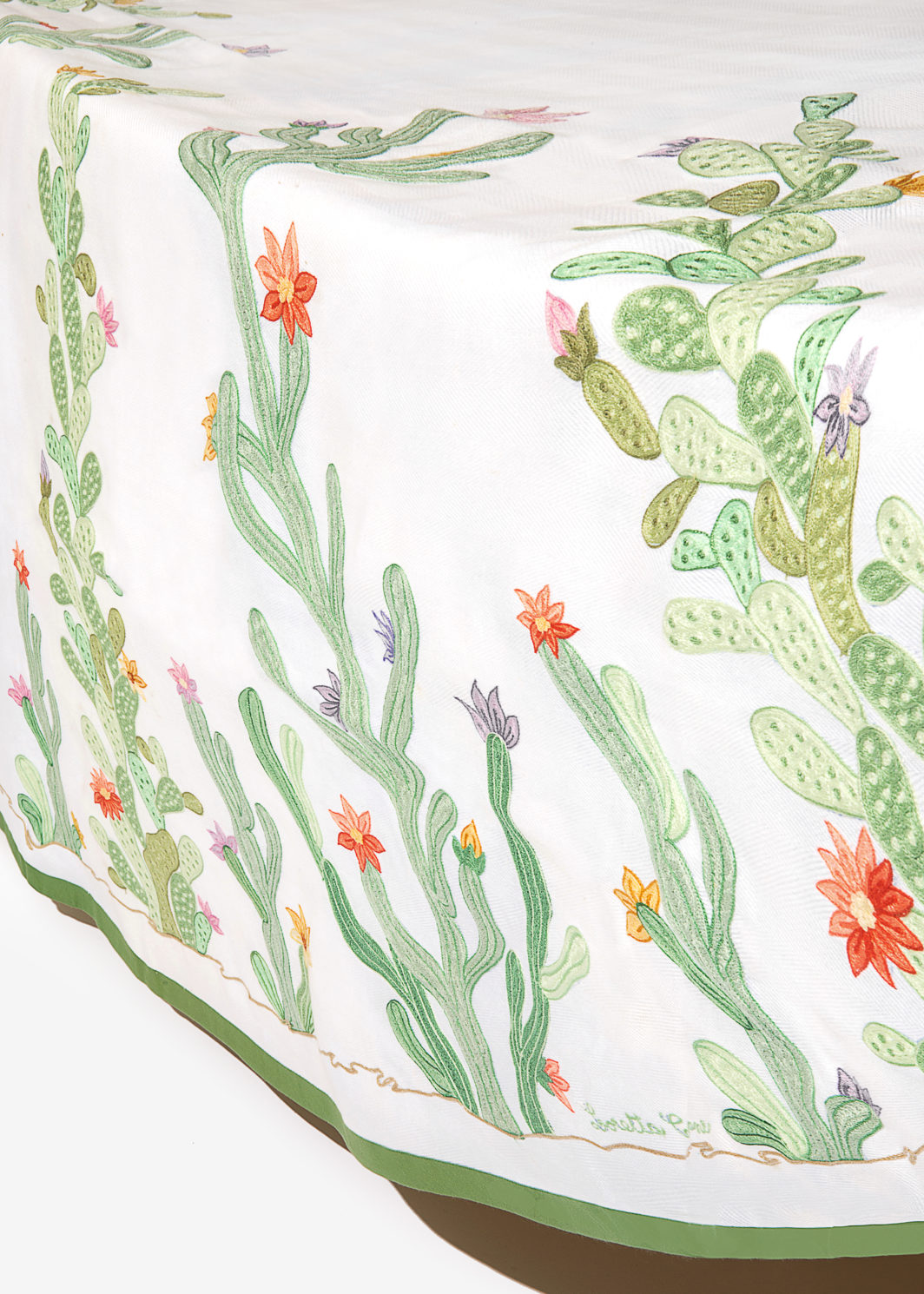 FLOWERED CACTUS TABLECLOTH SET